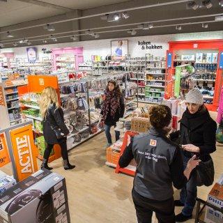 Nieuw hoofdstuk in drama Blokker: oprichtersfamilie stapt uit Blokker-winkels