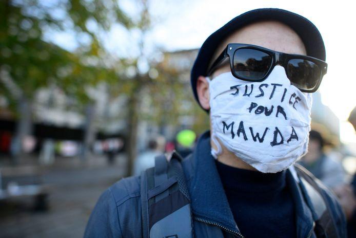 Manifestant à Bruxelles au premier jour du procès, ce lundi.