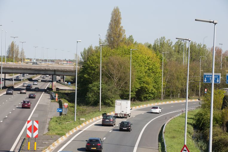 Beide lussen van de E40 vanuit Brussel naar de E17 (Antwerpen en Kortrijk) en de lus van de E17 vanuit Antwerpen naar de E40 richting Brussel sluiten vanaf 22.00 uur.