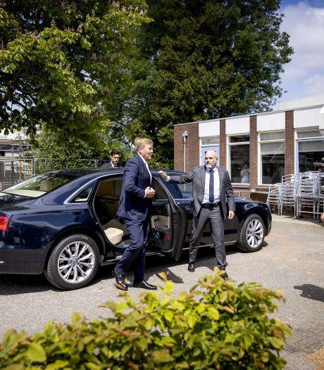 Koning Willem-Alexander bezoekt aardbevingsdorpen Overschild en Siddeburen