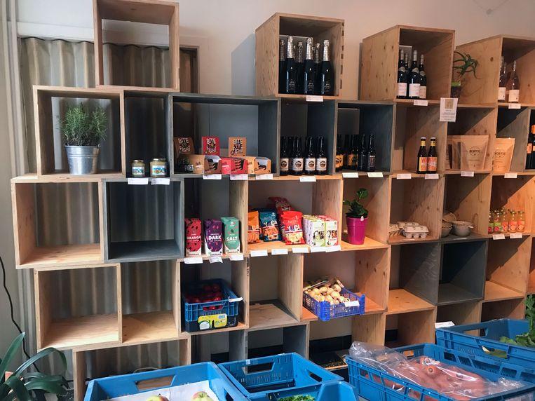 Verder vind je in de winkel van Bar Deco biologische groenten, fair trade goederen en lokale handelsproducten.