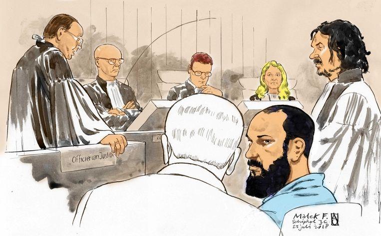 Malek F. (blauw shirt) tijdens een tussentijdse zitting in de rechtbank op Schiphol, juli 2018. Beeld ANP
