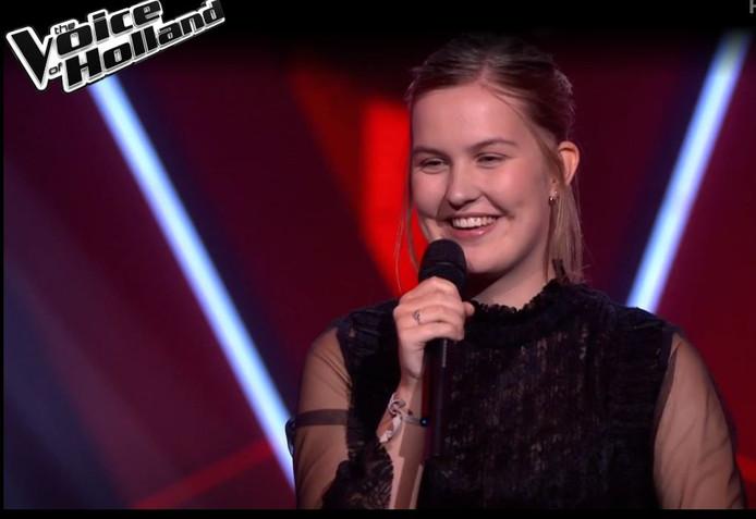 Emma Boertien uit Almelo tijdens de Blind Auditions van The Voice of Holland.
