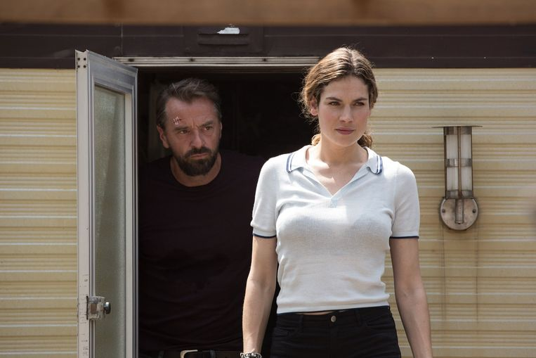 Tom Waes en Anna Drijver als undercoveragenten. Beeld Netflix