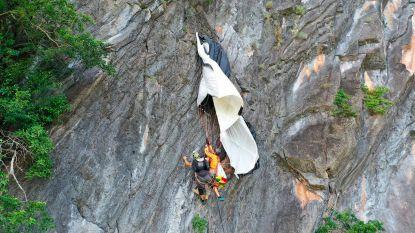 Basejumper hangt urenlang aan Thaise rotswand