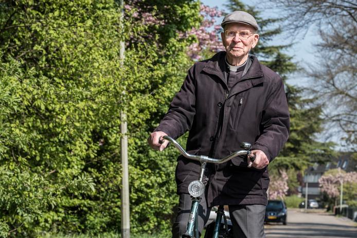 Deken Huisman, eerder dit jaar op de fiets door Gennep.
