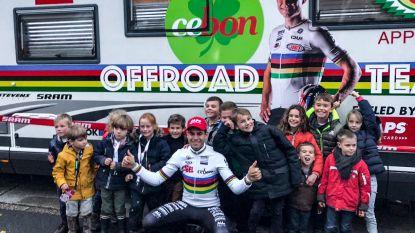 Basisschool Tielrode veilt truitjes van cyclocrossers