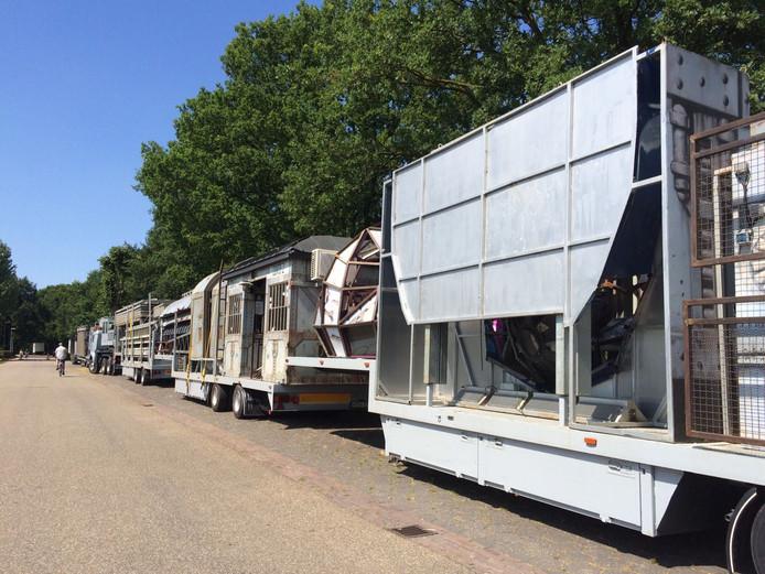 De trailers van de attractie Encounter stonden donderdag al aan de Boekelsdeijk bij het sportpark  in Uden.