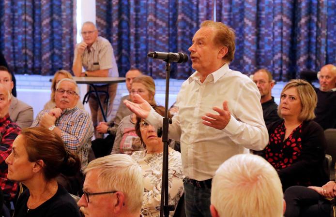 Zaal De Geerhoek in Wouw puilde maandagavond uit tijdens de eerste info-bijeenkomst van Bravis ziekenhuis over de geplande nieuwbouw in Roosendaal.