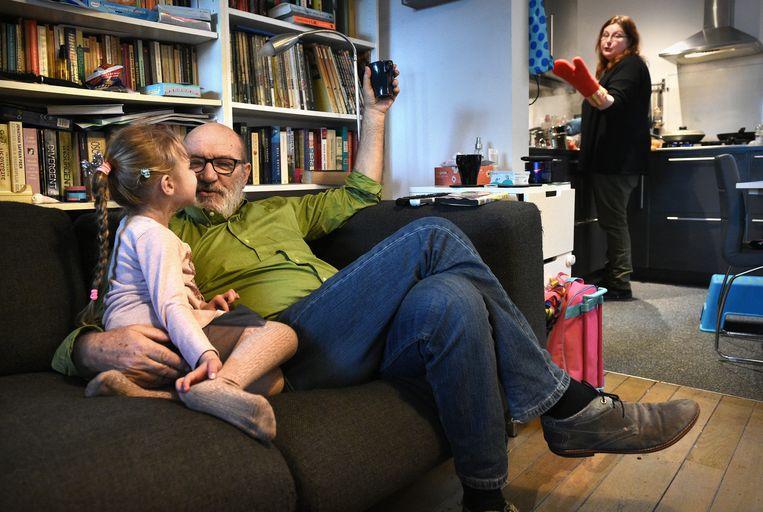 Thuis bij vrouw en kind. Beeld Marcel van den Bergh / de Volkskrant
