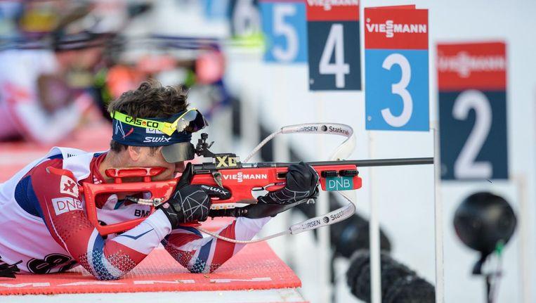 Biatleet Ole Einar Bjørndalen legt aan voor een schot. Beeld afp