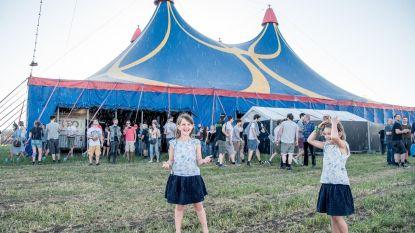Nevelgordijn verfrist festivalgangers