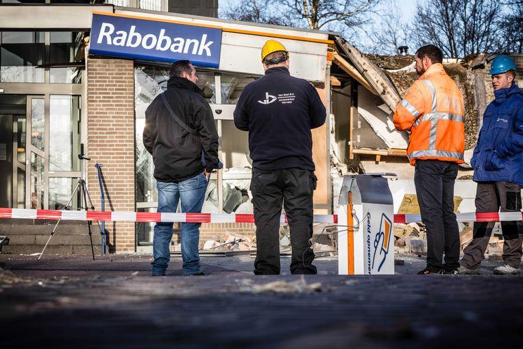Het bankfiliaal van de Rabobank in het Brabantse Vinkel na een plofkraak bij een bankautomaat in het pand in 2017.