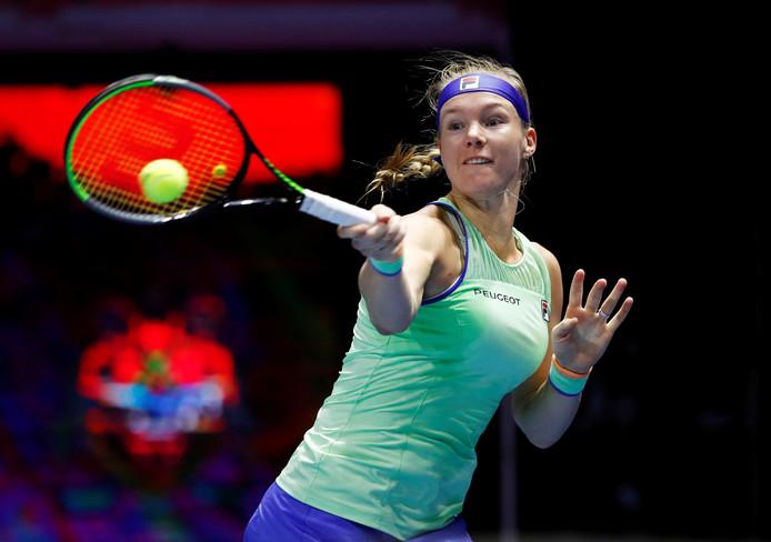 Kiki Bertens in actie tijdens haar gewonnen finale in Sint-Petersburg vandaag.