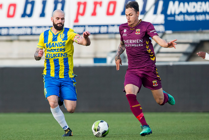 Hans Mulder (l) speelt ook komend seizoen bij RKC Waalwijk.