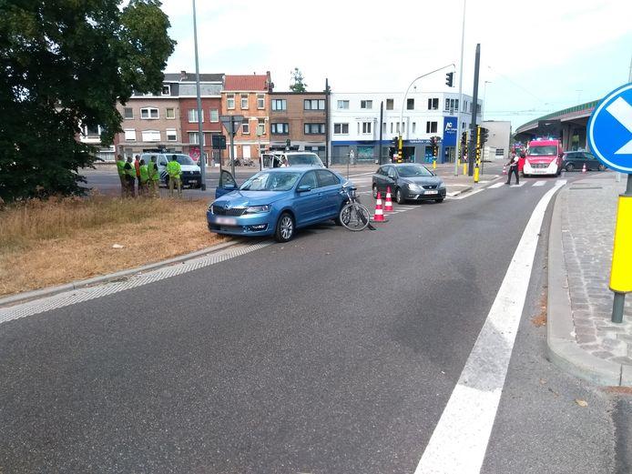 De fietsster is in levensgevaar overgebracht naar het ziekenhuis.