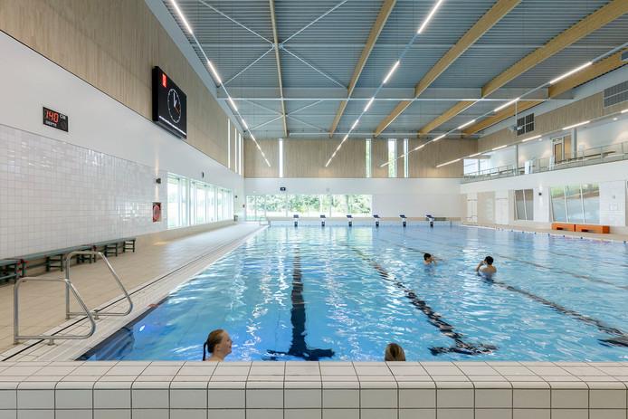 Het zwembad van sportcentrum Tijenraan in Raalte ligt uitnodigend te wachten op kinderen die vermaak zoeken in de voorjaarsvakantie.