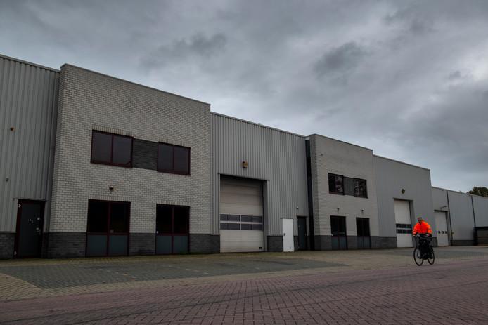 Het pand van het voormalige transportbedrijf van Dennis D.  aan De Grift in Nieuwleusen staat nog leeg.