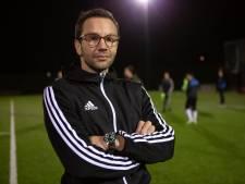 Eén klap veranderde het leven van Vrederust-trainer Van de Watering: 'Bijna alles in mijn gezicht gebroken'