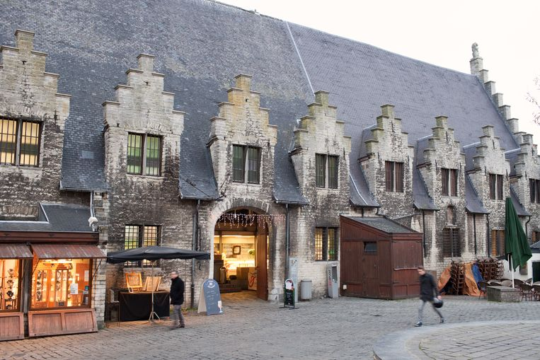 Het Vleeshuis krijgt wat opknapwerken aan het dak, maar het blijft wachten op een renovatie tot 2025.