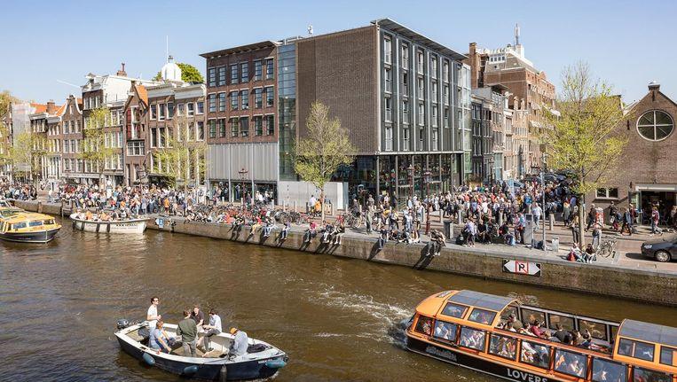 Paasdrukte rond het Anne Frank Huis op de Prinsengracht. Beeld Jakob van Vliet