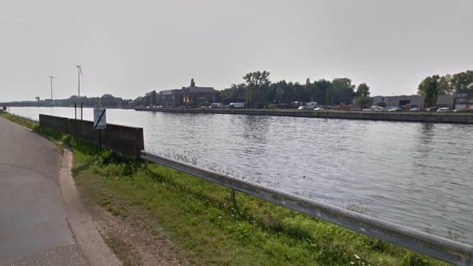 Duo duwt wagen in Albertkanaal: politie opent onderzoek