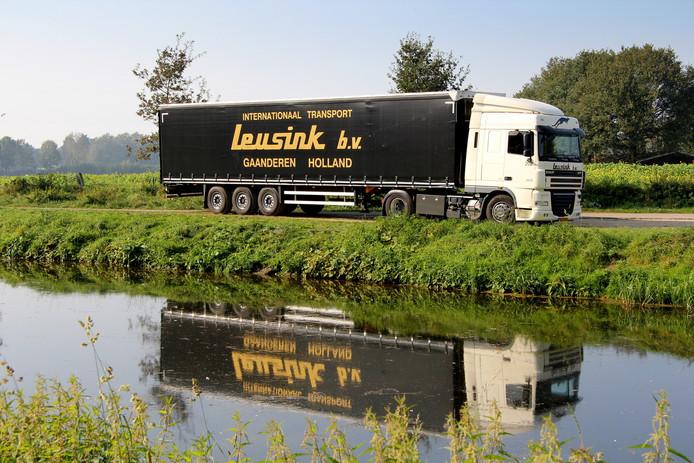 Archiefbeeld van een vrachtwagen van Leusink uit Gaanderen.