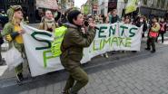 Spijbelaars kleden zich in het groen voor klimaatbetoging