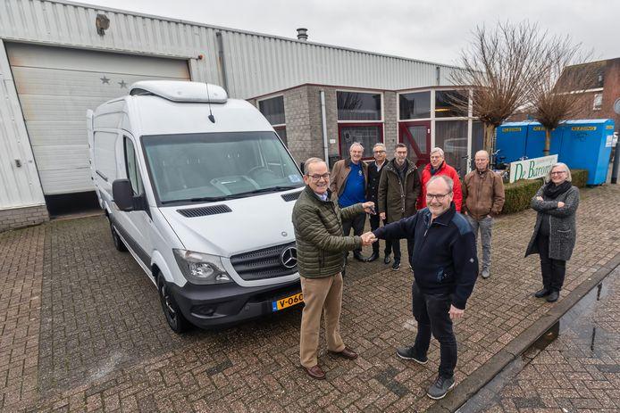De goederenbank in Oosterhout kon een jaar geleden door een gift van de Lions Club en de Rabobank een nieuwe koelbus kopen. Nu is er dringend behoefte aan vriescapaciteit.