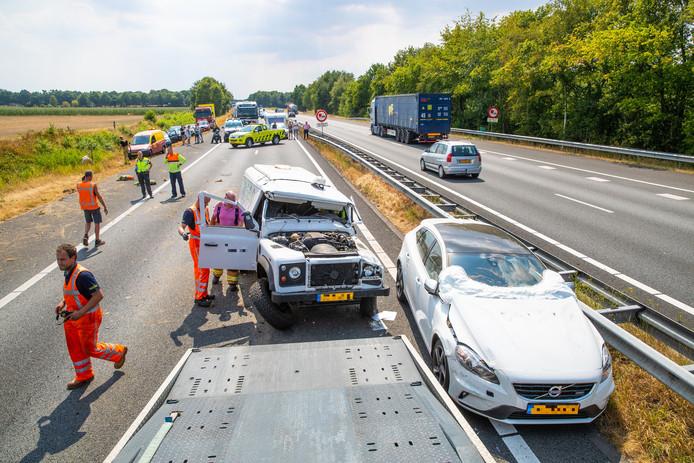 De A28 richting Zwolle was bijna een uur afgesloten voor alle verkeer.