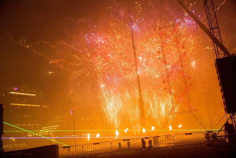 Met een vuurwerkshow luidde ook Amsterdam het nieuwe jaar 2018 in.