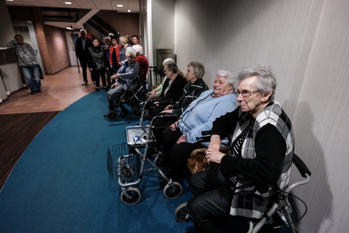 De bewoners zitten al acht weken zonder lift.