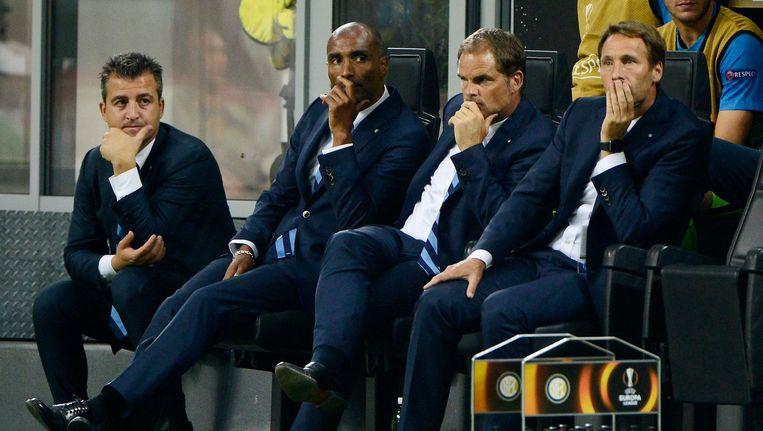 De Boer op de Inter-bank tijdens het Europa League-duel met Hapoel Be'er Sheva Beeld Pro Shots