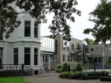 Oude gemeentehuis van Lingewaal wordt verkocht om plaats te maken voor woningen