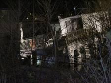 Woonboot zinkt in Nijmegen: reddingspoging haalt niets uit