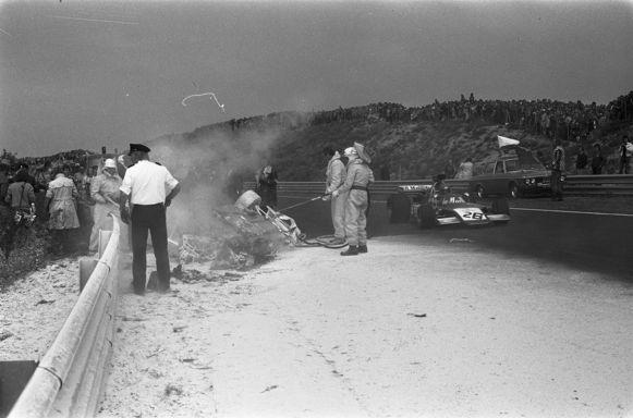 Een beeld na de crash van Williamson.