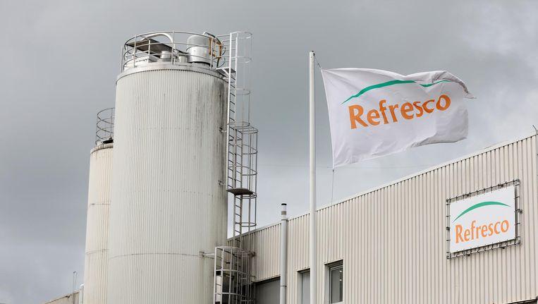 Exterieur van de fabriek van Refresco Beeld anp