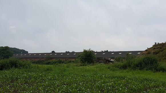 Deze oude verlaten varkensstal in Gooreind (Wuustwezel) werd vermoedelijk gebruikt voor het volledige productieproces van methamfetamine of 'crystal meth'.