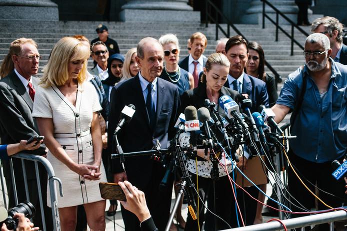 Chauntae Davies spreekt de pers toe.