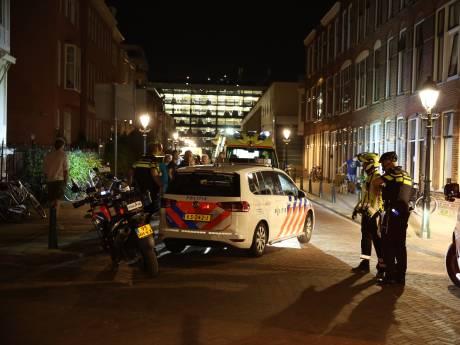 Onwel geworden vrouw gaat ambulancepersoneel te lijf
