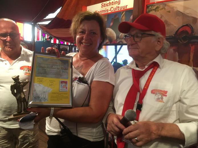 De winnares van de Piet Maes prijs: Jet van Baast, projectleider Tilburgse Kermis.