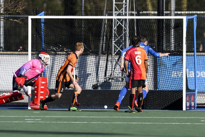 Philip Meulenbroek van Kampong maakt in de allerlaatste minuut 1-0.