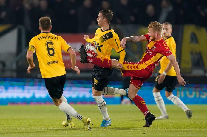 Arno Verschueren (op de rug gezien) zal snel verbetering moeten tonen wil hij zijn plaats niet verliezen.