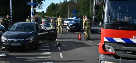 Ravage na botsing tussen twee auto's in Enschede