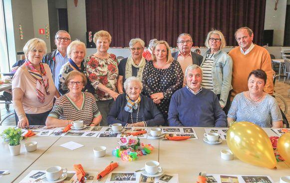 Simona Declercq uit Kuurne heeft in woonzorgcentrum Heilige Familie haar 100ste verjaardag gevierd.