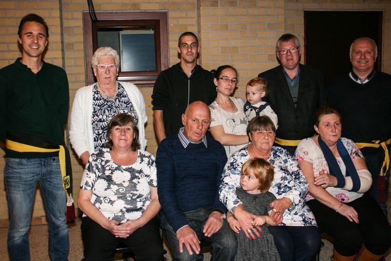 Gouden paar Julien en Christiana met familie en genodigden.
