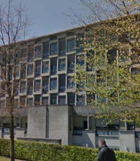 Le chef des urgences de la clinique de Libramont écarté après avoir assumé un non-port du masque