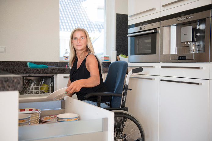 Sylvia van Zonsbeek zit al sinds de bevalling in 2011 in een rolstoel.