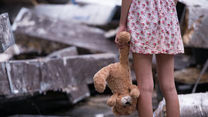 """5 euro voor kus, 25 tot 30 euro als ze nog """"iets meer deed"""": ouders in Italië dwingen 9-jarig dochtertje tot prostitutie"""