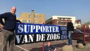 Izegemse Brugesboys steunen personeel Sint-Jozefskliniek met spandoek
